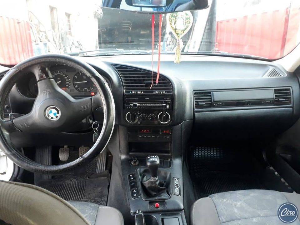 1994 BMW 318 is 6