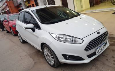 Ford FIESTA SE MT