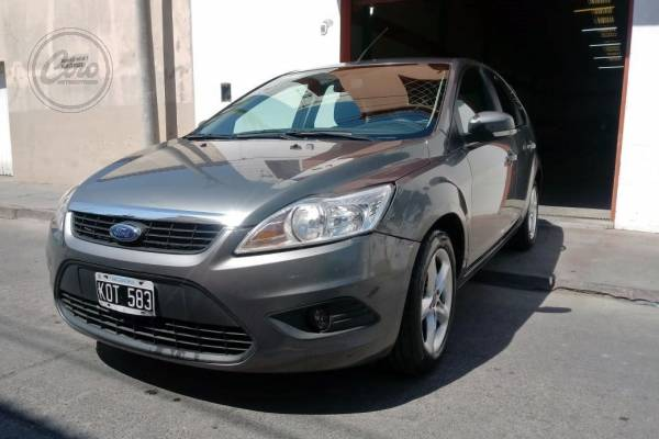 Ford FOCUS  TREND  1